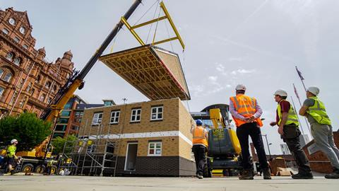 Crane assembly of a modular prefabricated house in Manchester photo: Ilke Homes