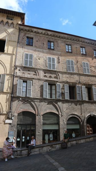 Banchi di Sotto, Siena 'Hole in wall' windows and cornices overlaid on historic pointed arch facade